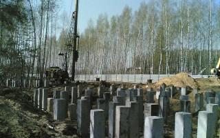 Использование свай в строительстве гарантирует долговечность и устойчивость зданий