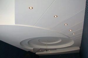Варианты отделки потолков